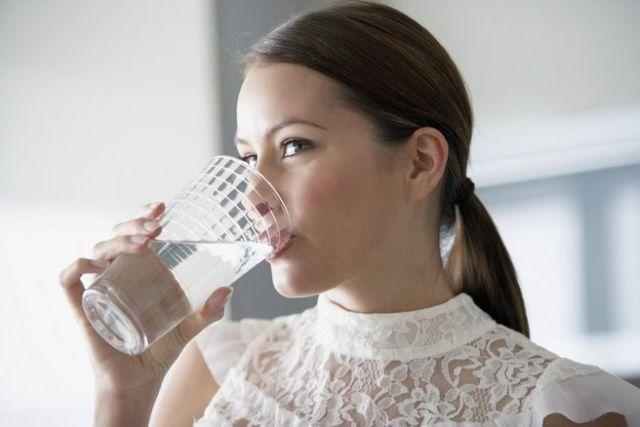 Сколько можно пить воды в день во время беременности в 1, 2, 3 триместре
