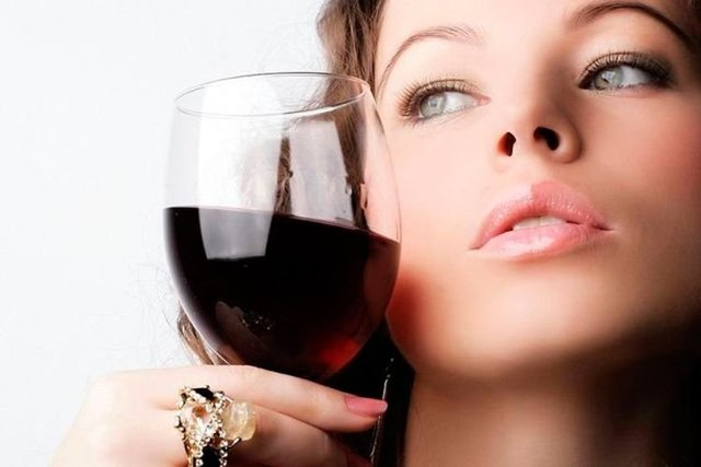 Алкоголь при грудном вскармливании: последствия для ребенка, через сколько можно кормить