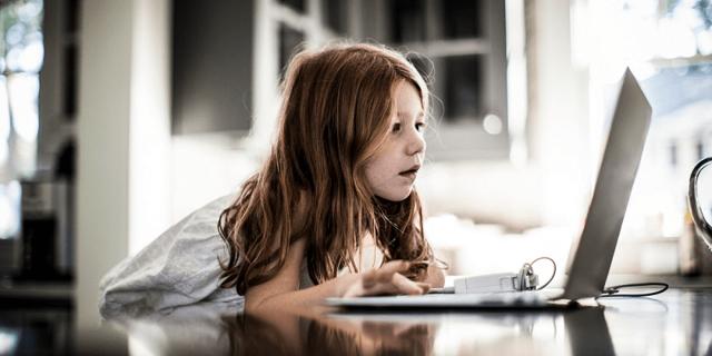 Сколько ребенку можно смотреть телевизор, мультики в день, экранное время для всех возрастов