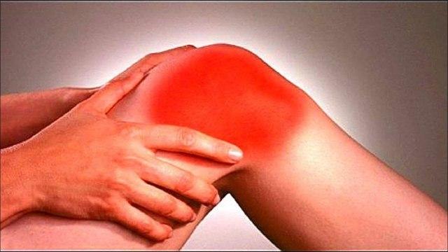 Опухло, отекло, болит колено и не сгибается: причины, что делать, лечение
