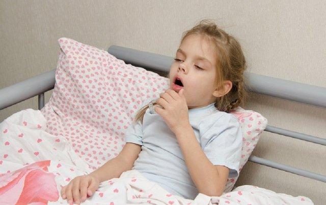 Ложный круп у детей: симптомы и лечение, первая помощь при приступе ложного крупа