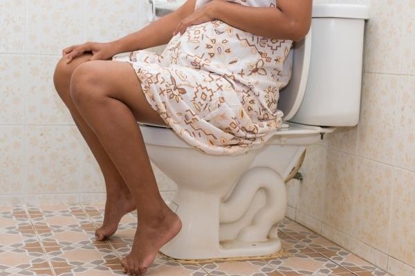 Понос при беременности на ранних сроках, во втором, третьем триместре: чем остановить