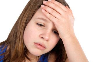 У девочки набухла одна молочная железа, а вторая нет: что делать, если болит грудь