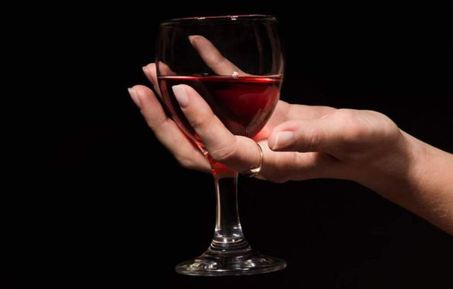 Пиво при грудном вскармливании: через сколько выводится из организма, когда можно кормить