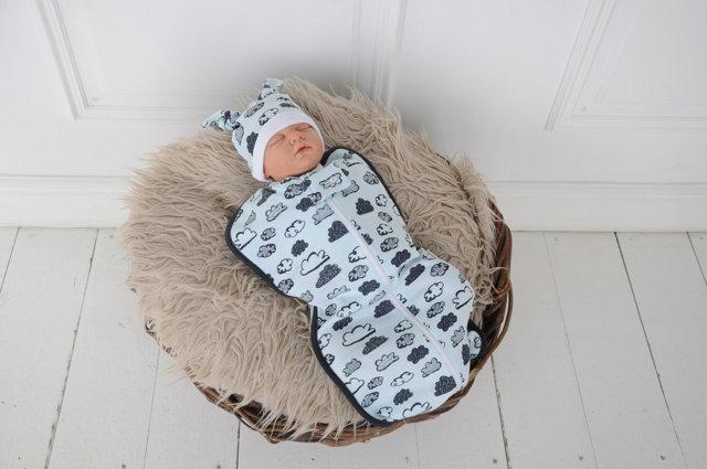 Ребенок вздрагивает во сне и просыпается: причины, рефлекс Моро, при температуре