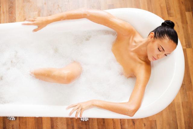 Можно ли принимать ванну при месячных: правила гигиены, секс при менструации