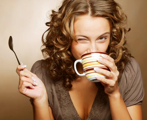 Сколько пить кормящей маме, что пить кормящей, полезные напитки для лактации