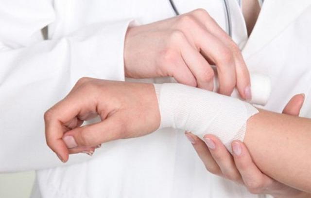 Как проявляется тромбоз и варикоз вен на ногах и руках
