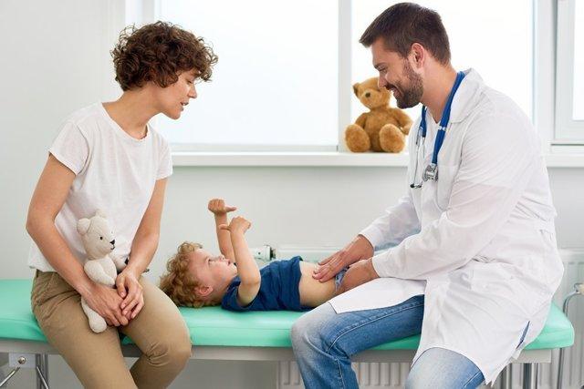 Синехии у мальчиков и девочек: симптомы, причины, диагностика и лечение