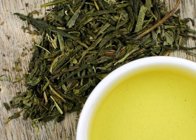 зеленый чай отбеливает зубы