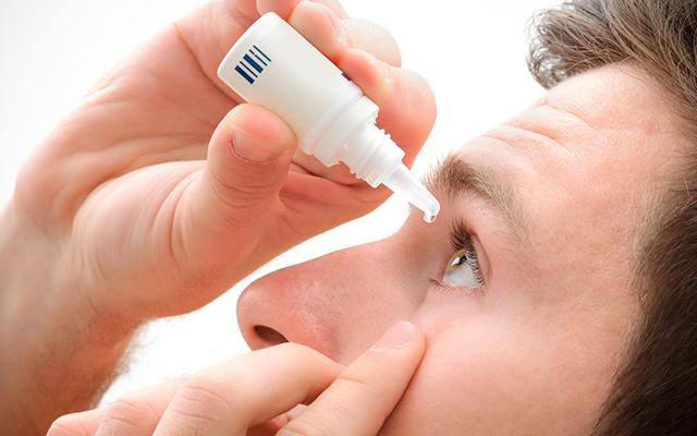 Слезится глаз у взрослого: причины, лечение, какие капли закапать